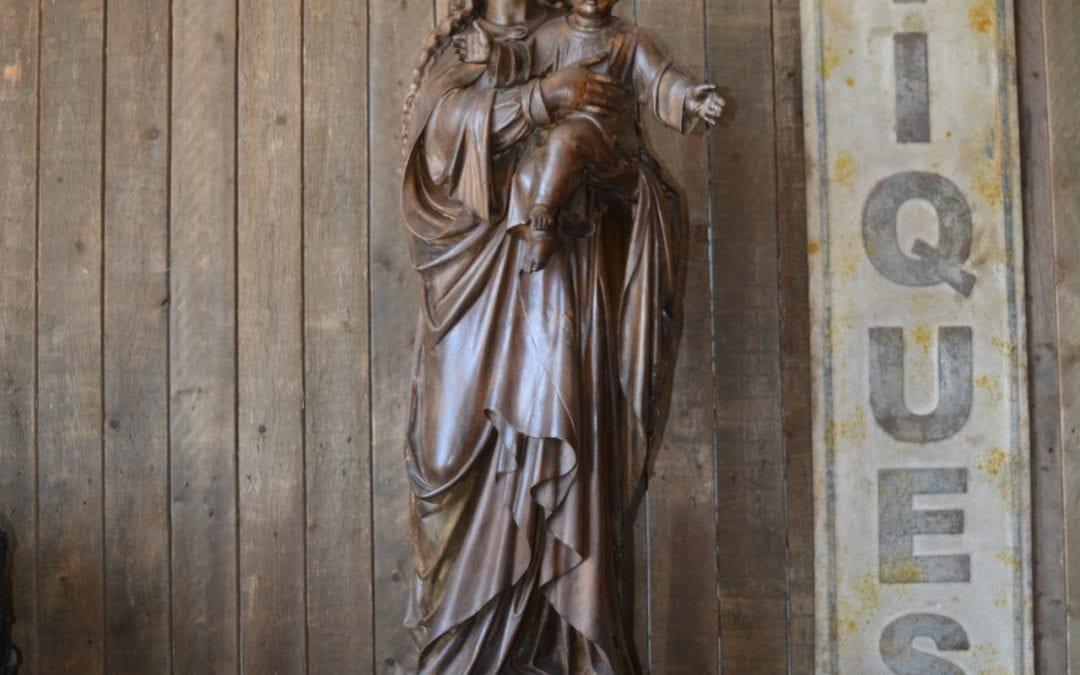 houten beeld van Maria met het Kindje Jezus